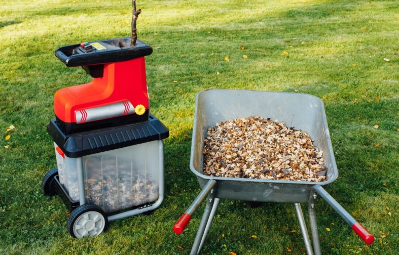 Kleiner Gartenhäcksler mit Mulch