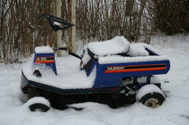 Aufsitzrasenmäher / Rasentraktor im Schnee